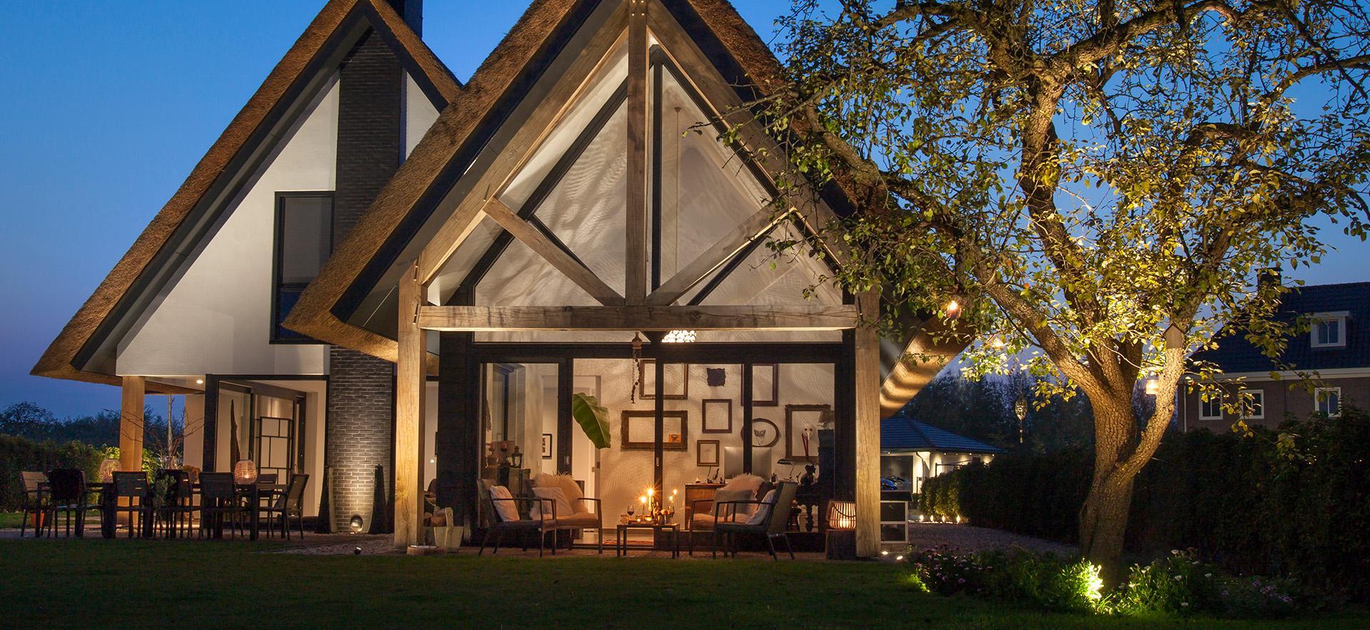 In-lite buitenverlichting met gevel verlichting voor huizen en overkappingen - Piek Zweverink Hoveniers